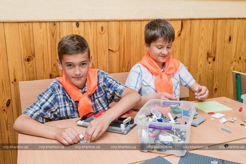 Кулинарный мастер-класс и урок английского на природе: Как отдыхают дети в пришкольных лагерях (ФОТО)