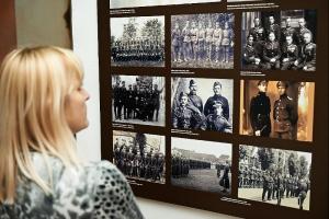 В университете Каразина открылась выставка о Катынской трагедии