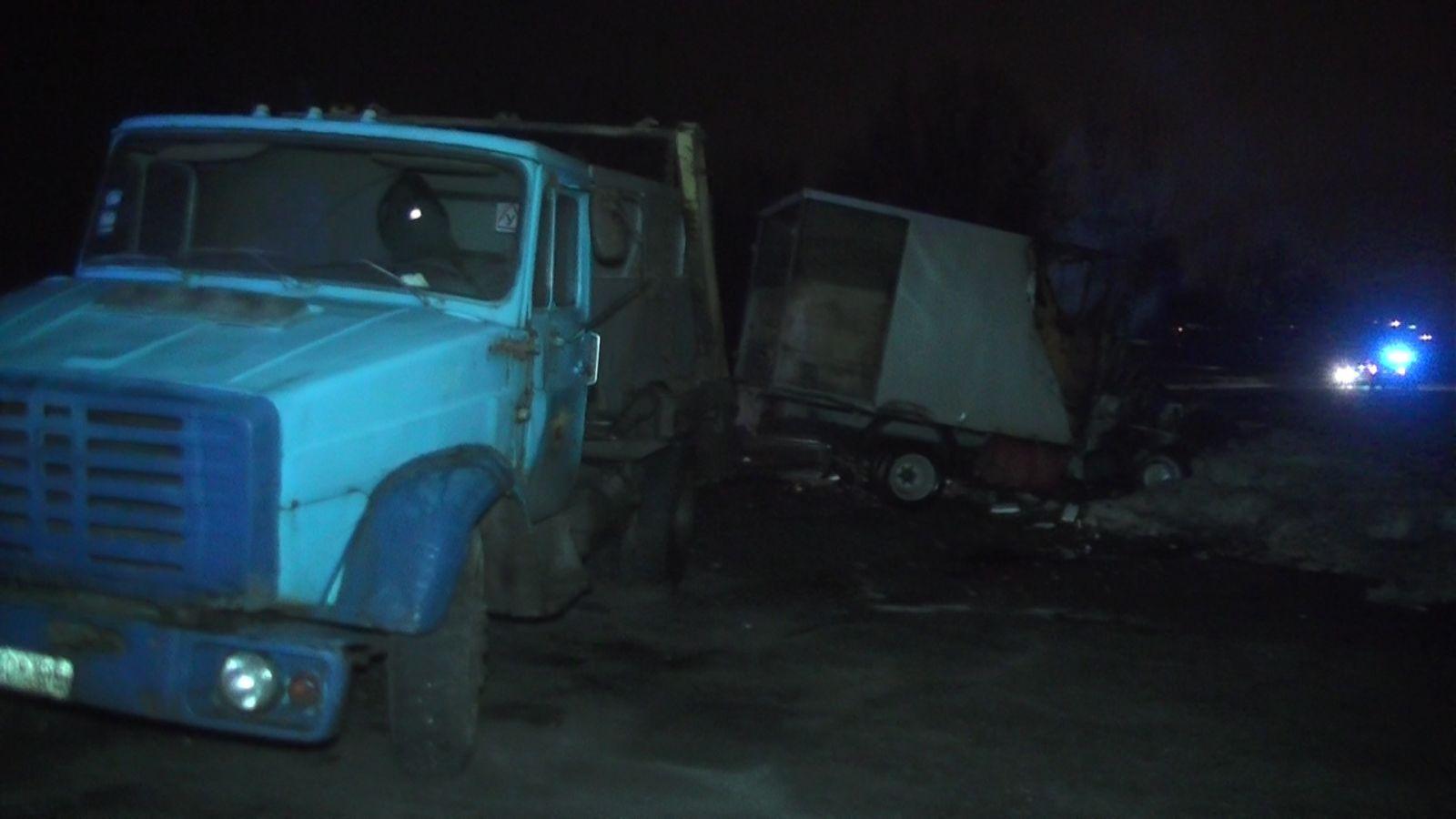 ДТП на проспекте Гагарина: «Газель» врезалась в мусоровоз
