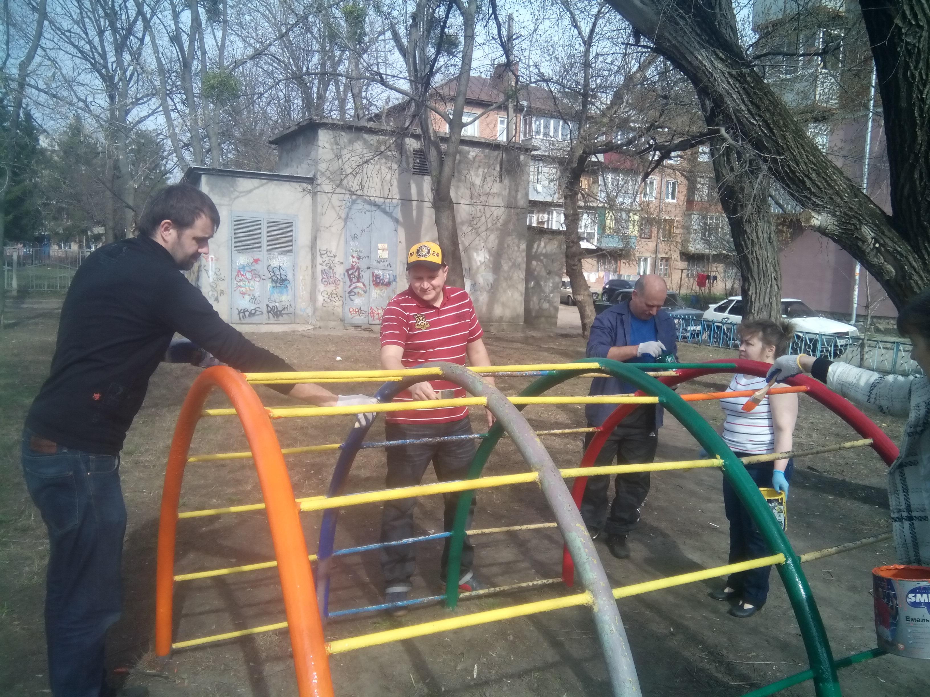 В Индустриальном и Фрунзенском районах провели субботник (дополнено)