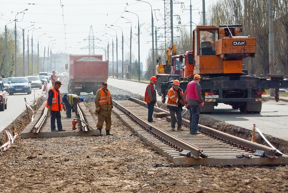 На Велозаводском мосту меняют трамвайные пути