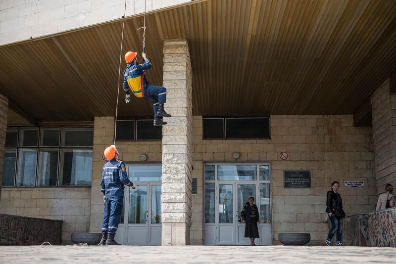Харьковские спасатели обучают учителей правилам безопасности