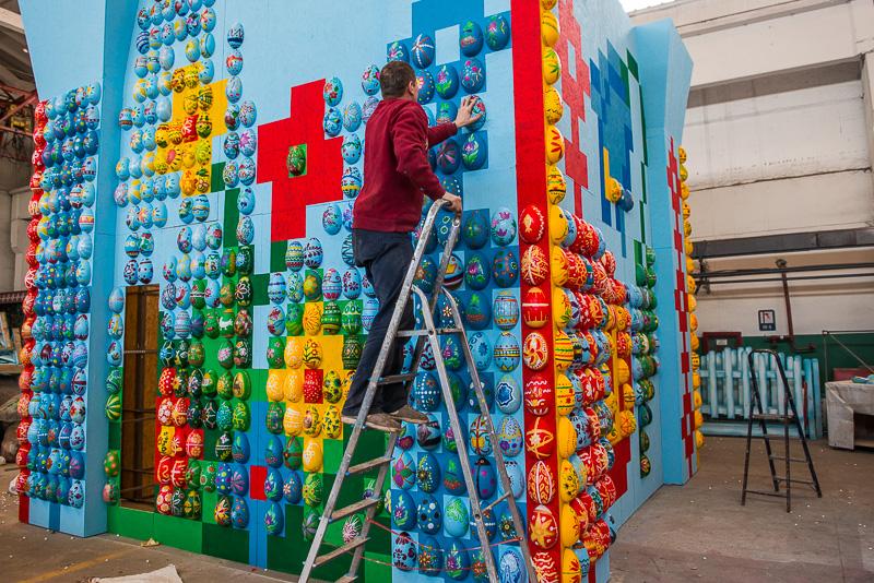 В Харькове установят пасхальную композицию из тысяч писанок