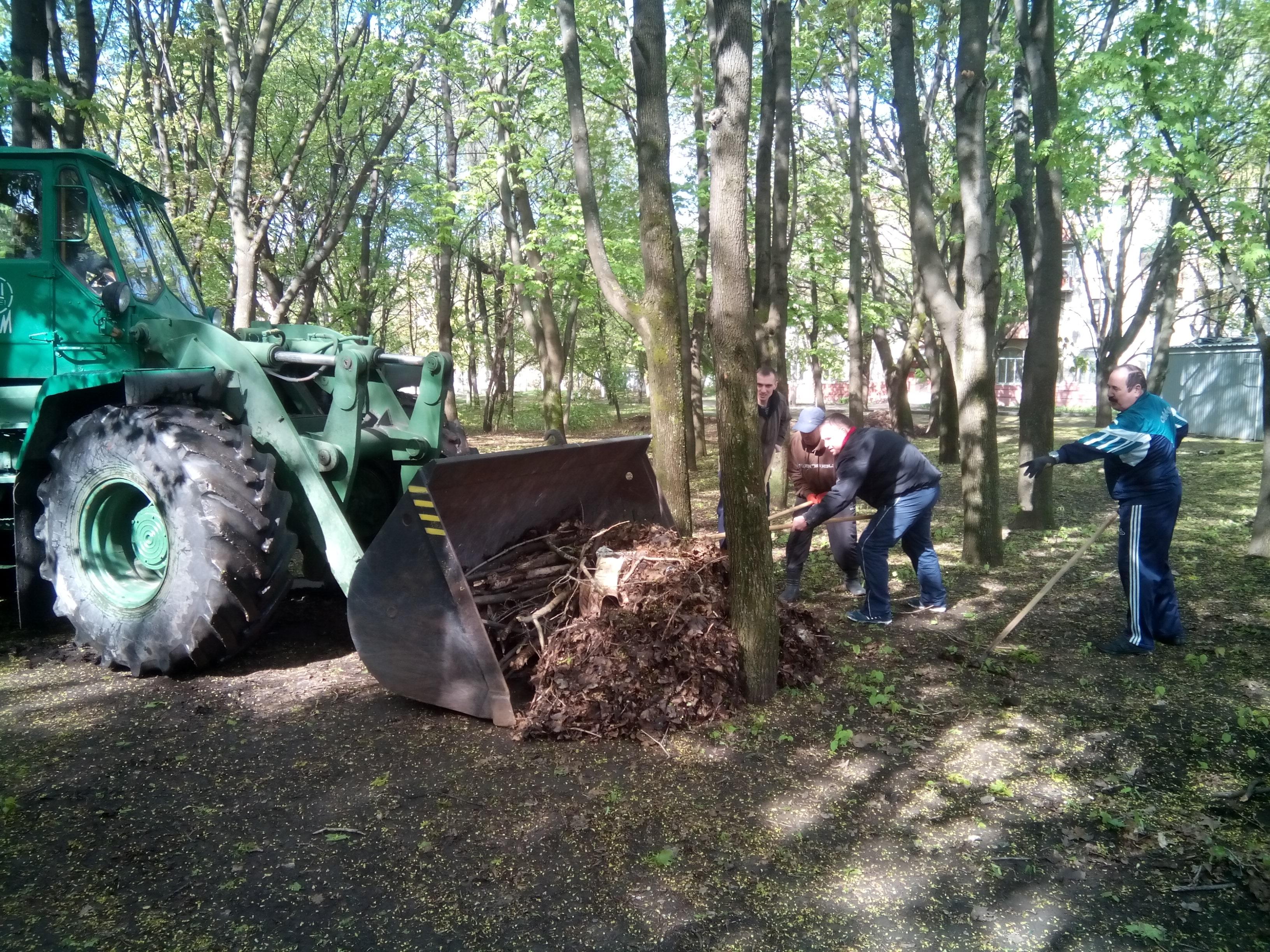 В районах Харькова прошли субботники