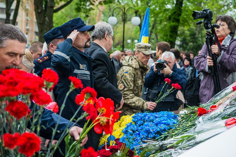 К памятному знаку жертвам чернобыльской катастрофы возложили цветы