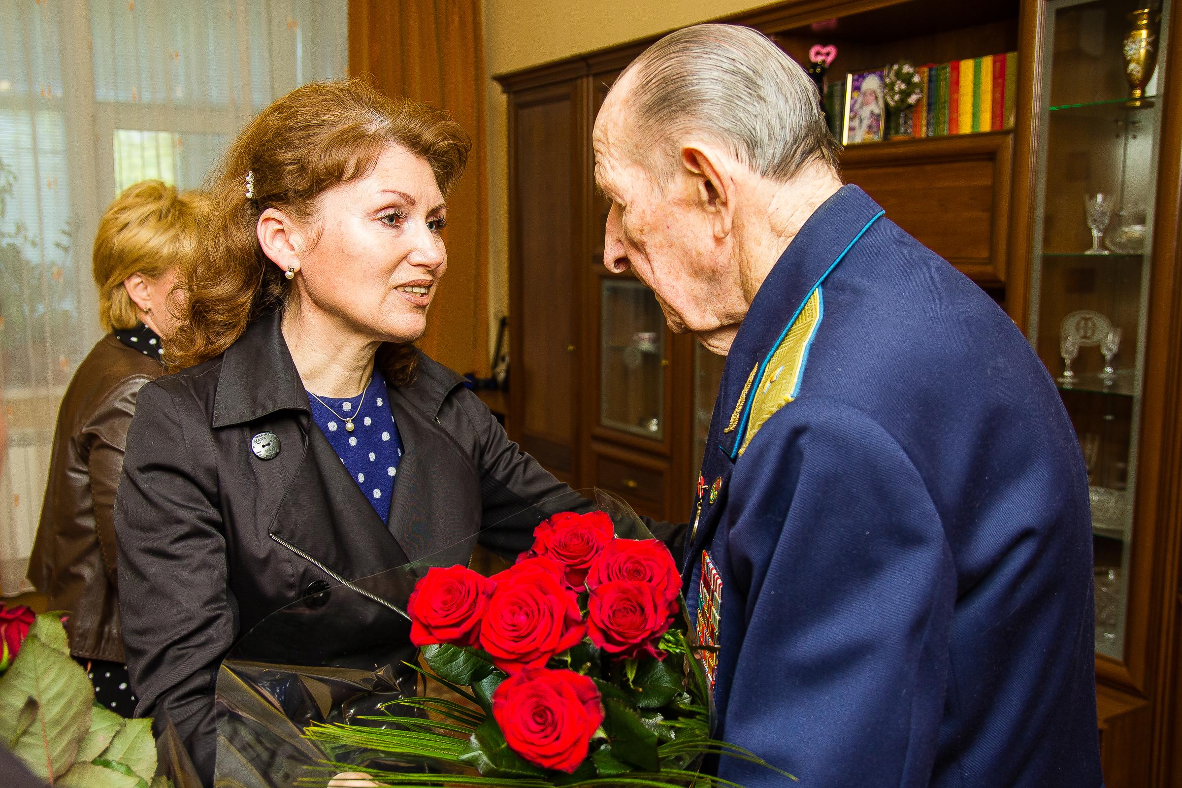 Героя Советского Союза Михаила Карпеева поздравили с Днем победы