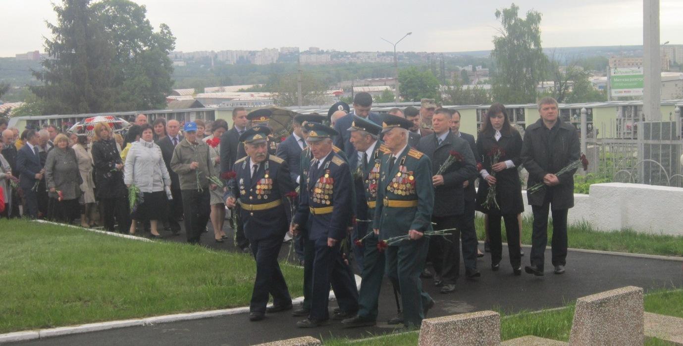 Траурный митинг прошел у братского захоронения в Московском районе