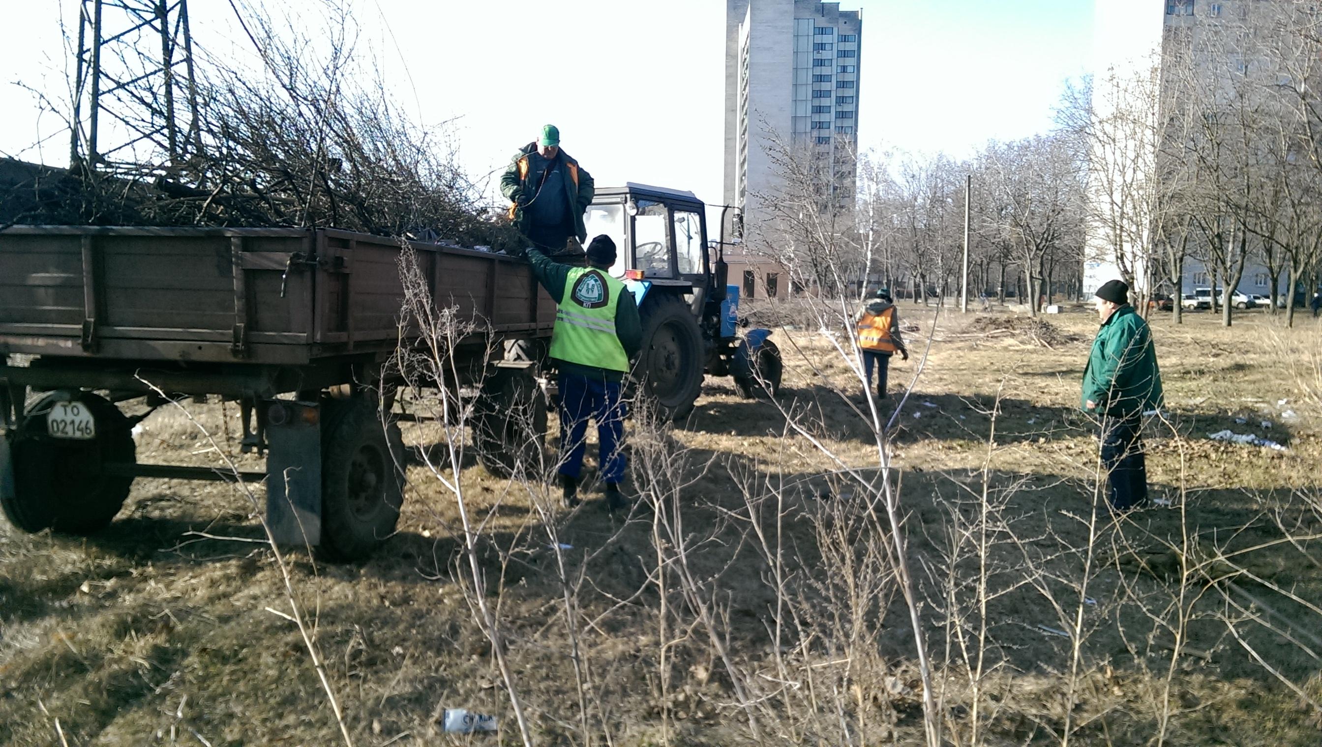 В Индустриальном районе вывезли 180 кубометров мусора