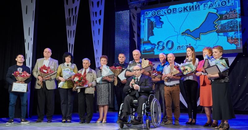 Геннадий Кернес поздравил с 80-летием Московский район Харькова