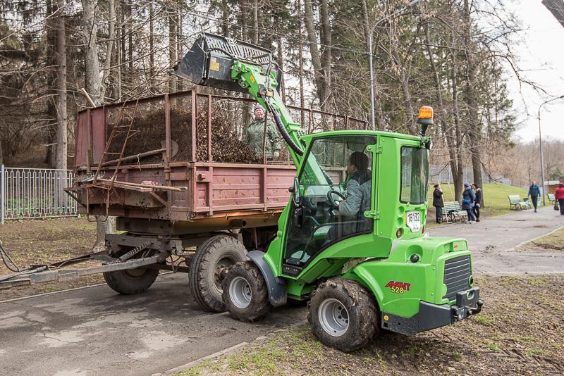 Харківські парки і сквери упорядковують після зими