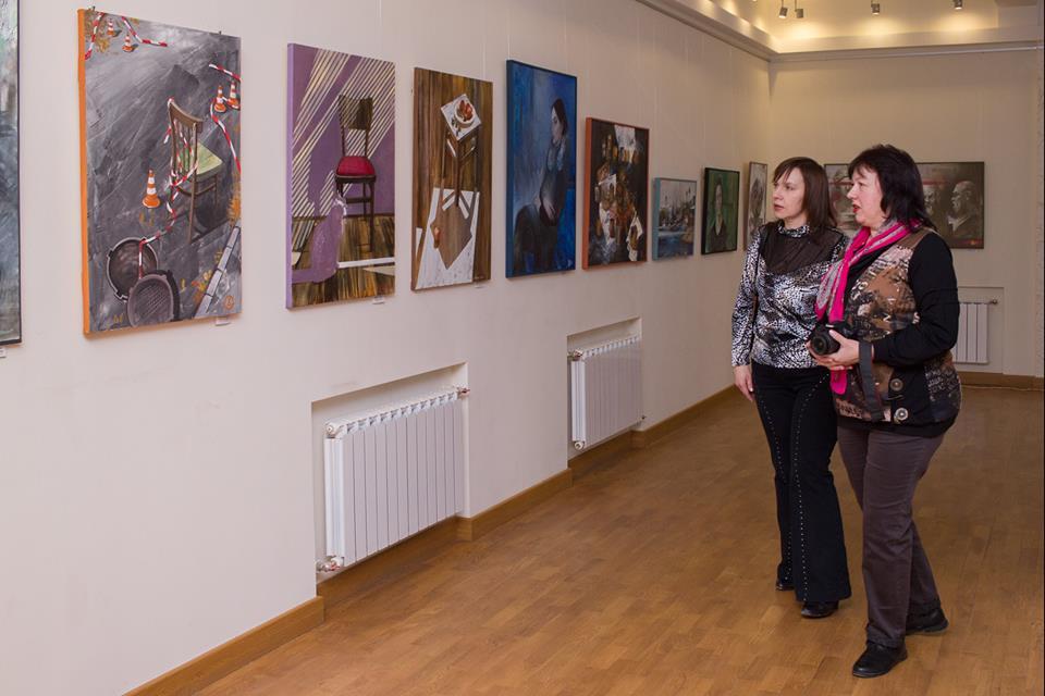 У художній школі імені Рєпіна відкрилася виставка живопису випускниці школи