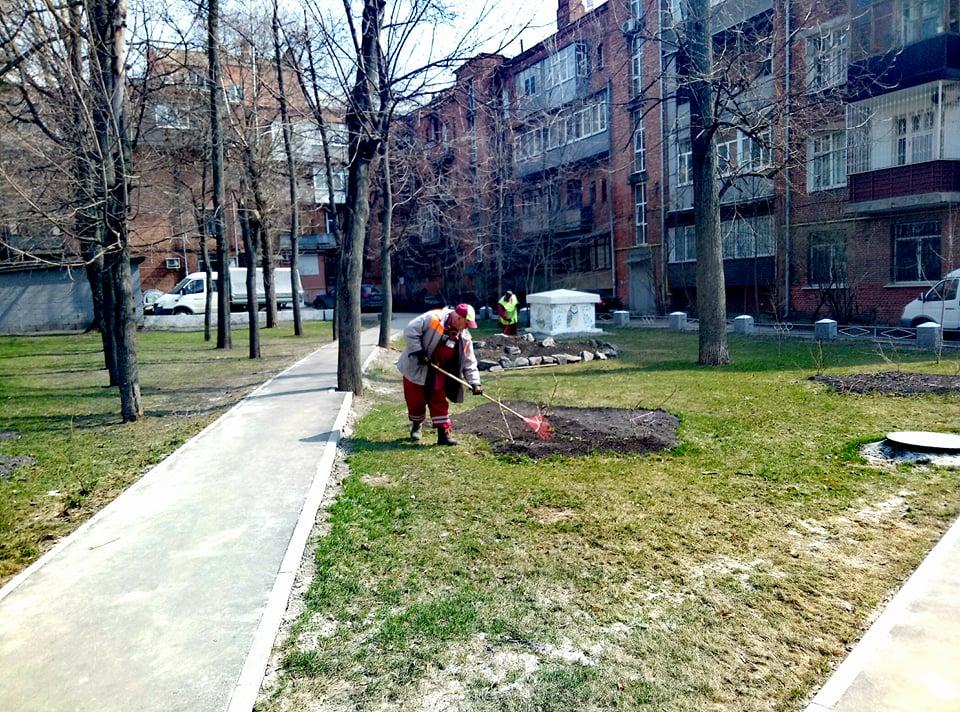 У Київському районі впорядковують двори
