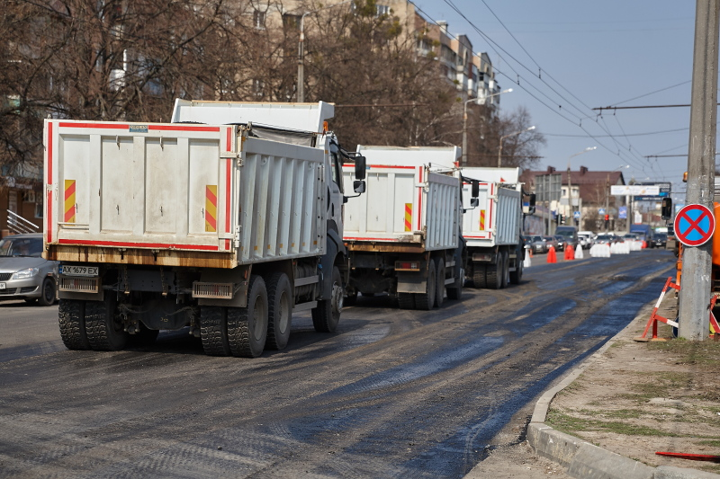 У місті триває ремонт доріг