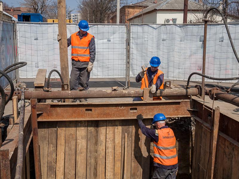 На вулиці Великій Панасівській замінюють ділянку каналізаційної мережі