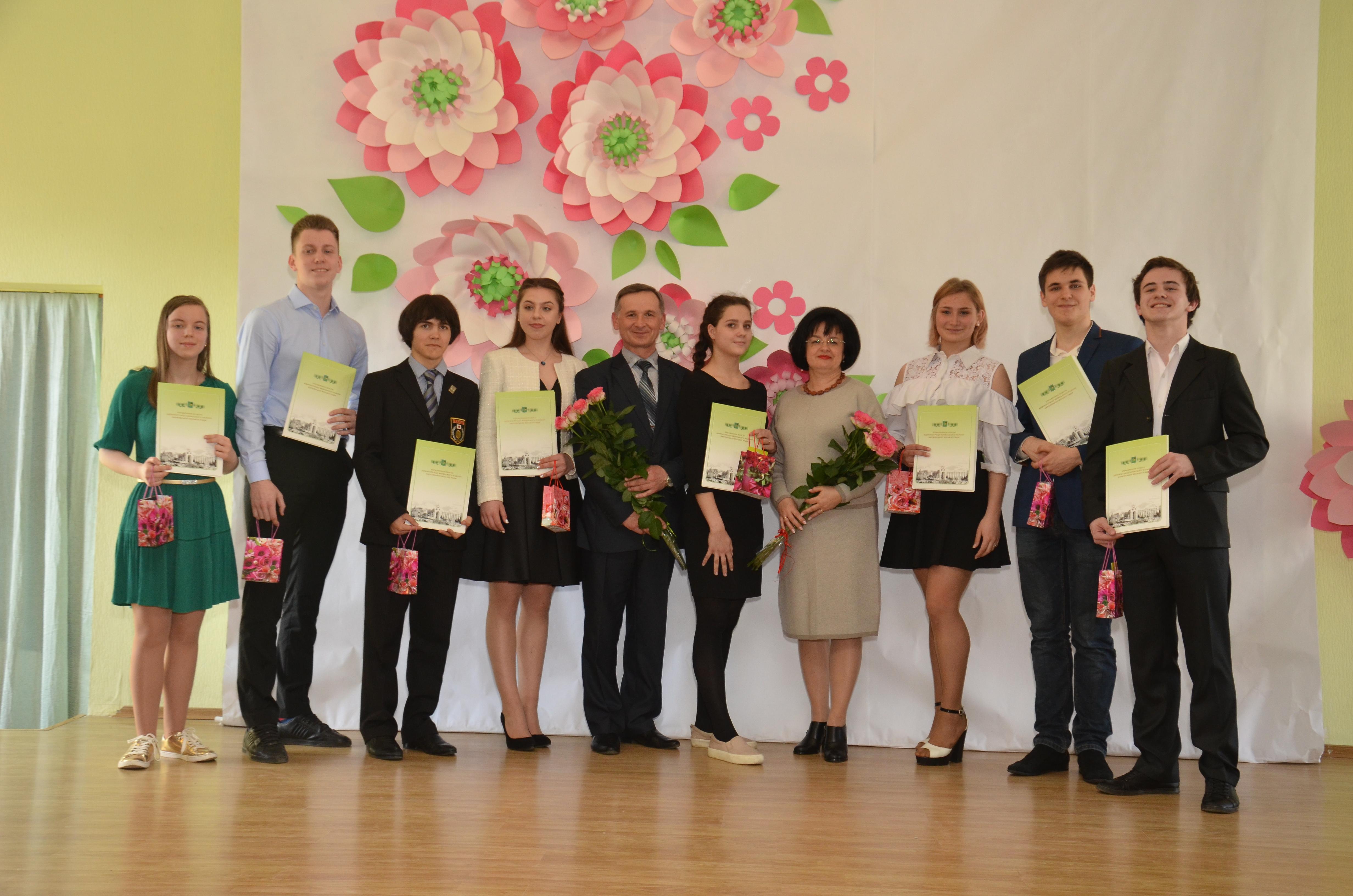 У Київському районі нагородили кращих учнів року