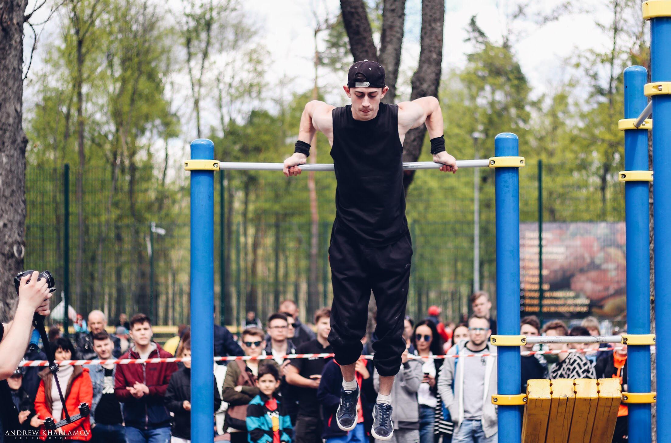 У парку Горького відкрили сезон занять зі стріт-воркауту