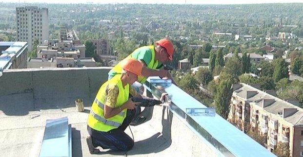 У Харкові ремонтують дахи житлових будинків