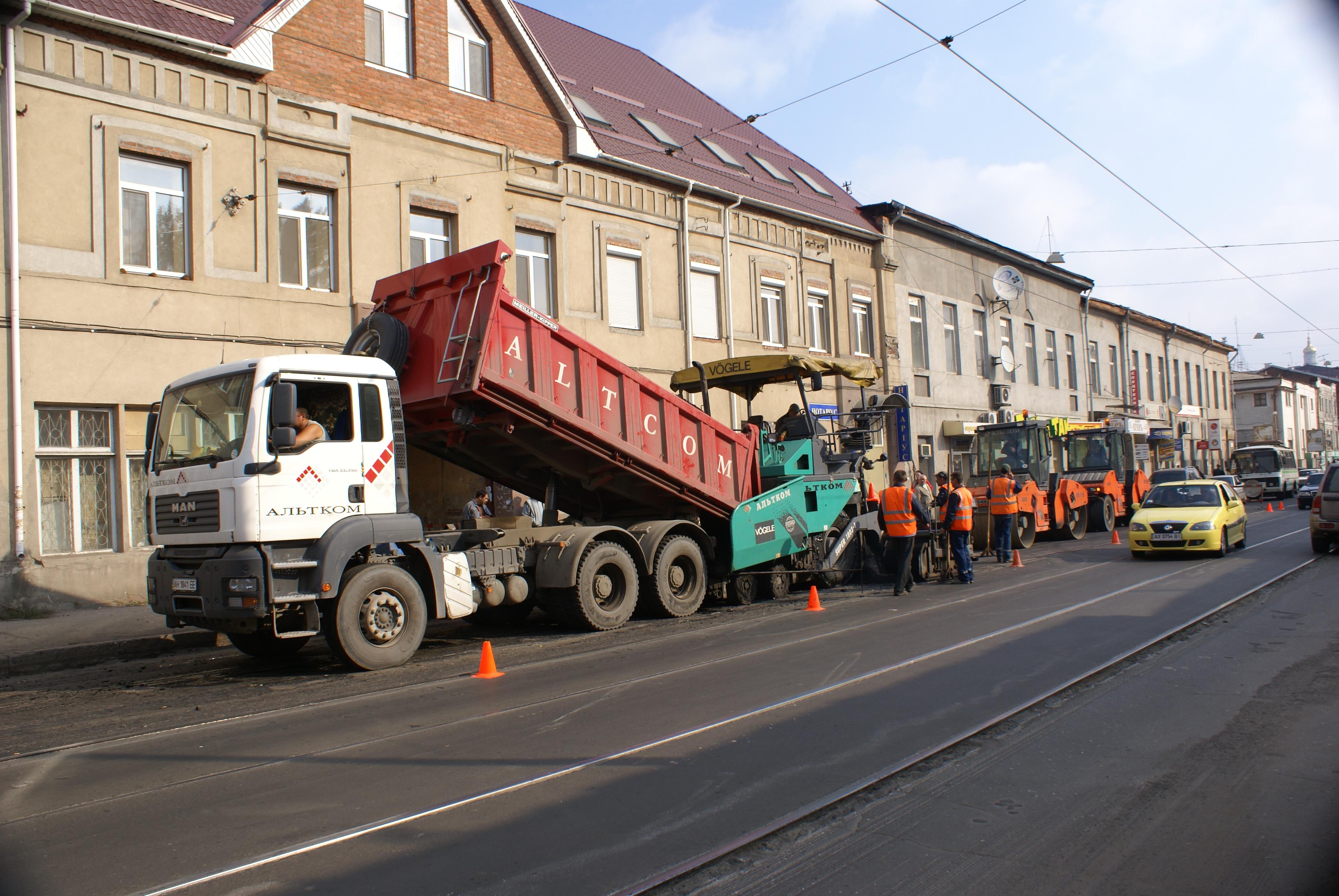 У Харкові ведуться масштабні роботи з ремонту доріг