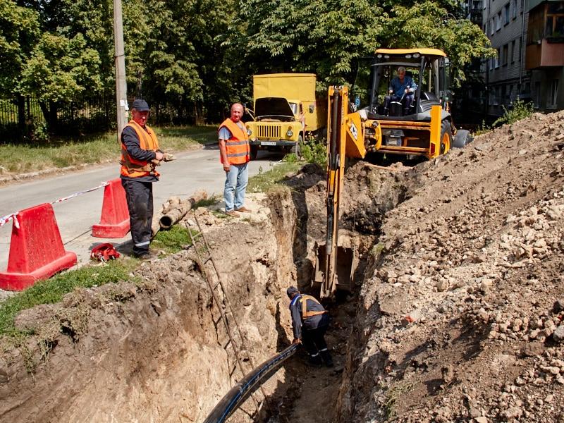 «Харківводоканал» замінив 2 кілометри водопровідних мереж у Київському районі