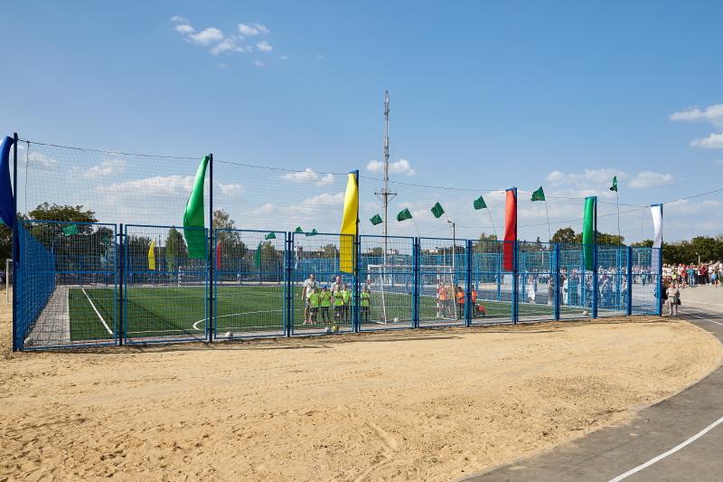 На Салтівці відкрили сучасний шкільний стадіон