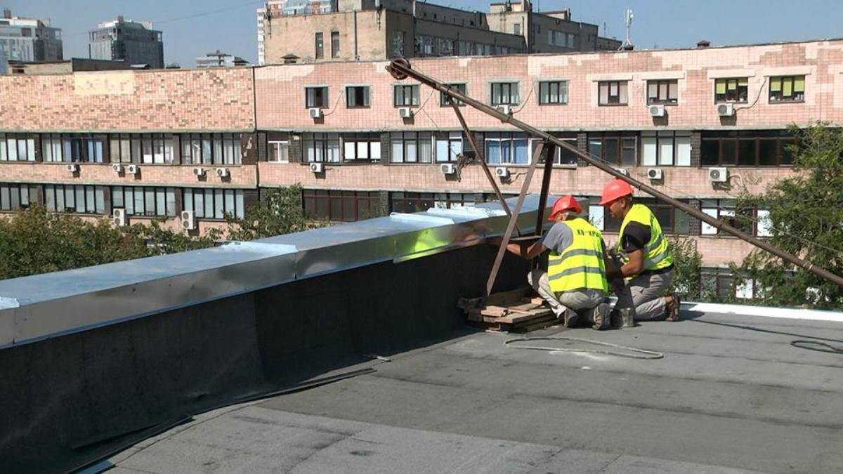 У харківських будинках ремонтують покрівлі