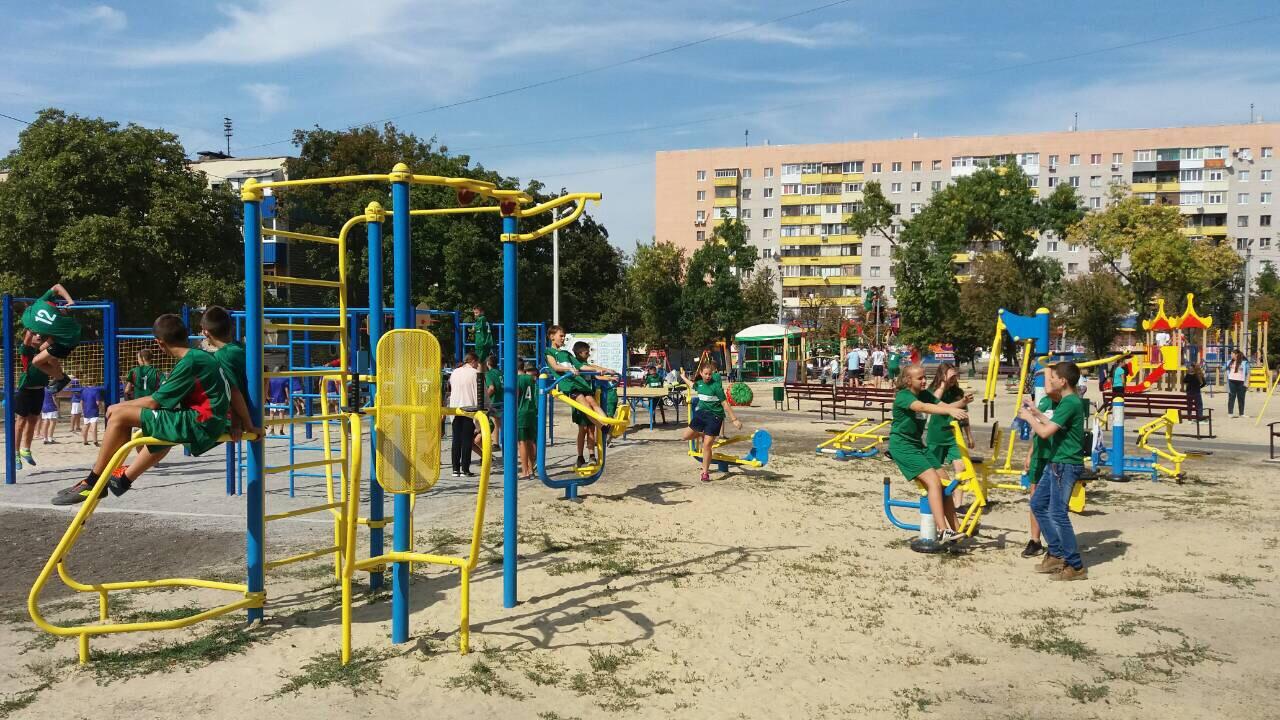У Слобідському районі відкрили новий дитячий майданчик