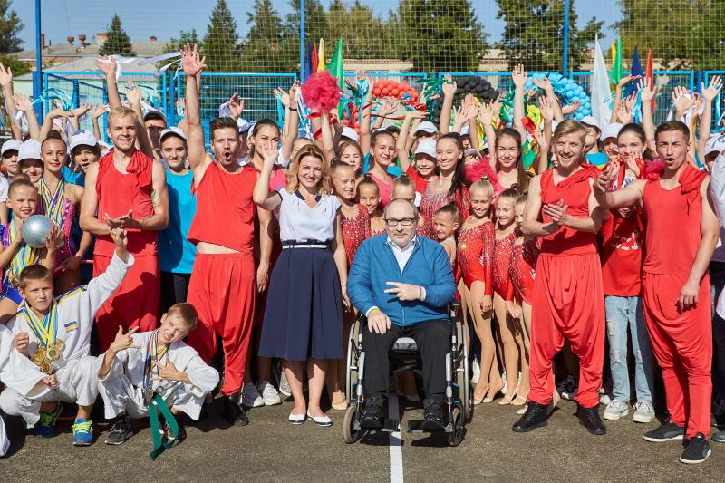Геннадій Кернес відкрив новий стадіон у школі №134