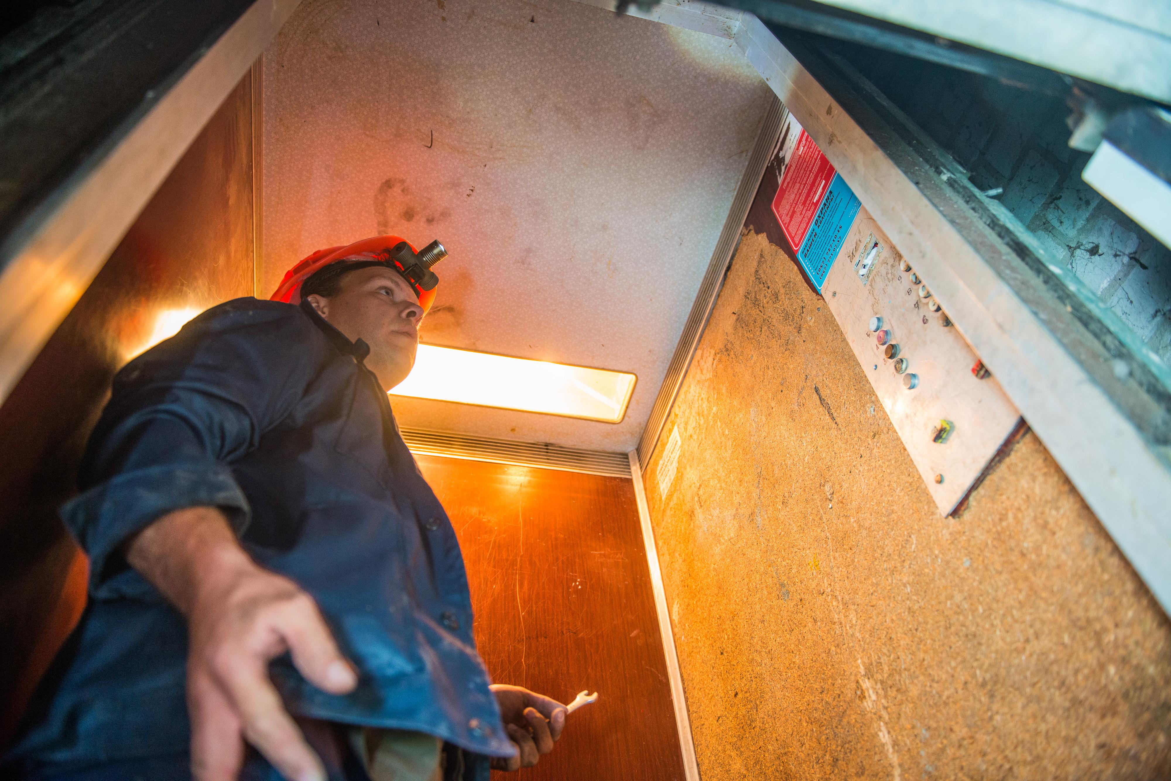 У Харкові триває заміна ліфтового обладнання