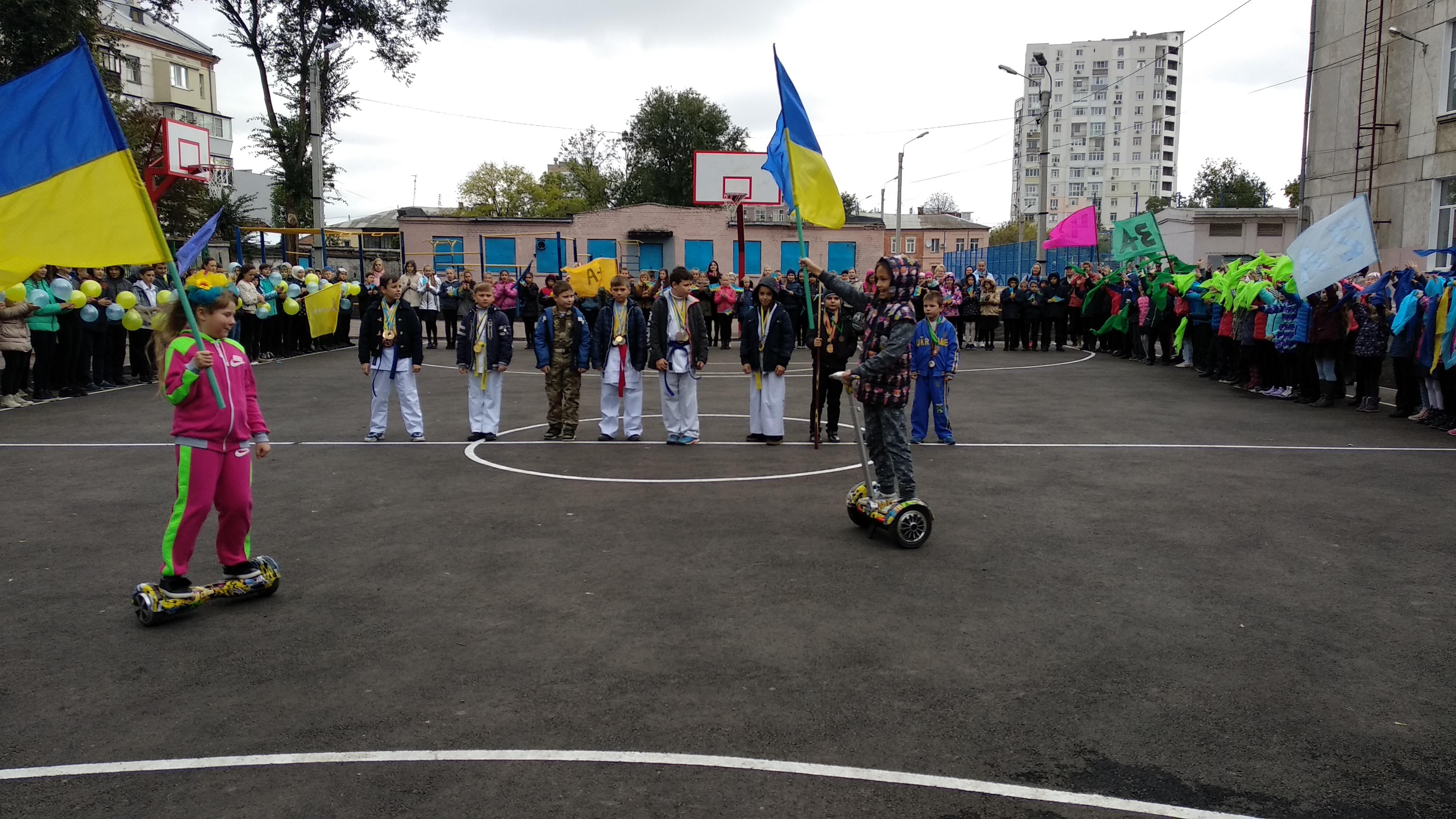 В Основ'янському районі відкрили два оновлених шкільних стадіони