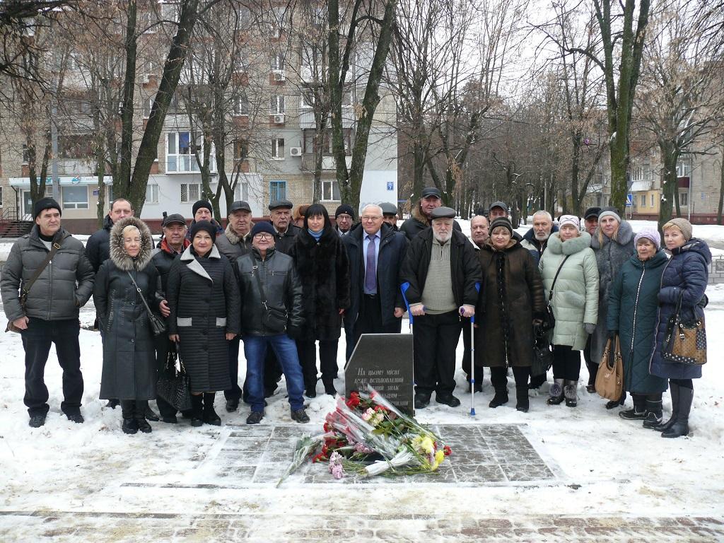 У Немишлянському районі поклали квіти до пам'ятника чорнобильцям
