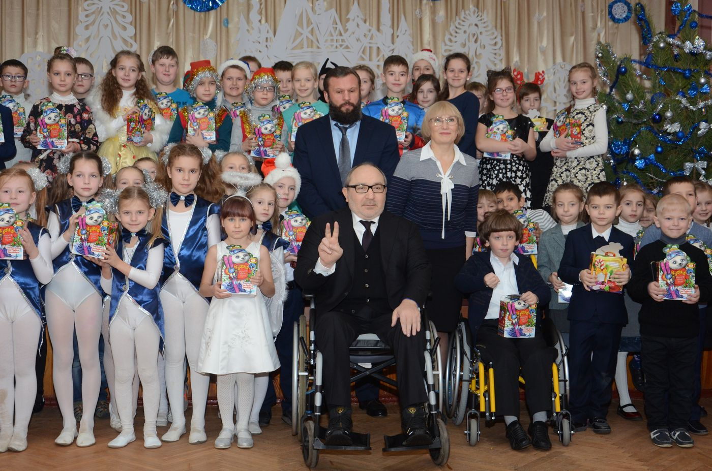 Геннадій Кернес привітав з Миколаєм школярів на Жуковського