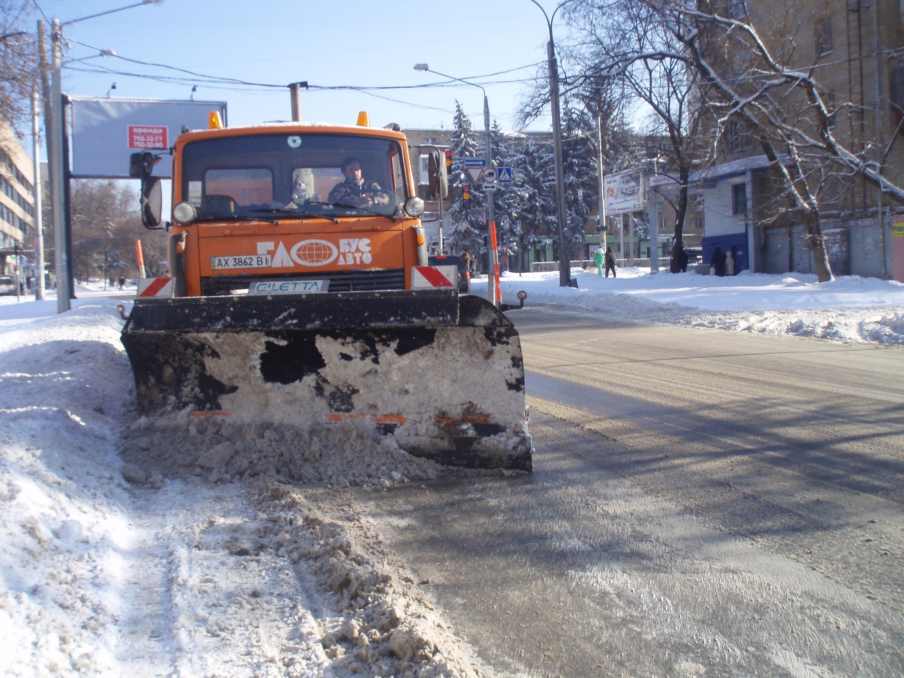 Харківські дороги очищують від снігу