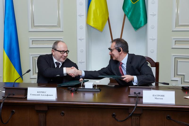Геннадій Кернес підписав договір з ЄБРР на закупівлю нових тролейбусів