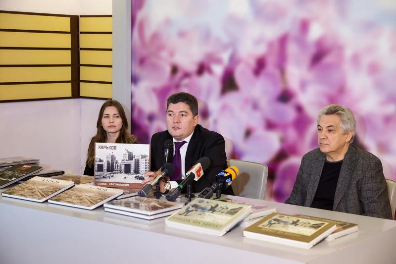 Харків'янам презентували нові книги про Харків та Одесу