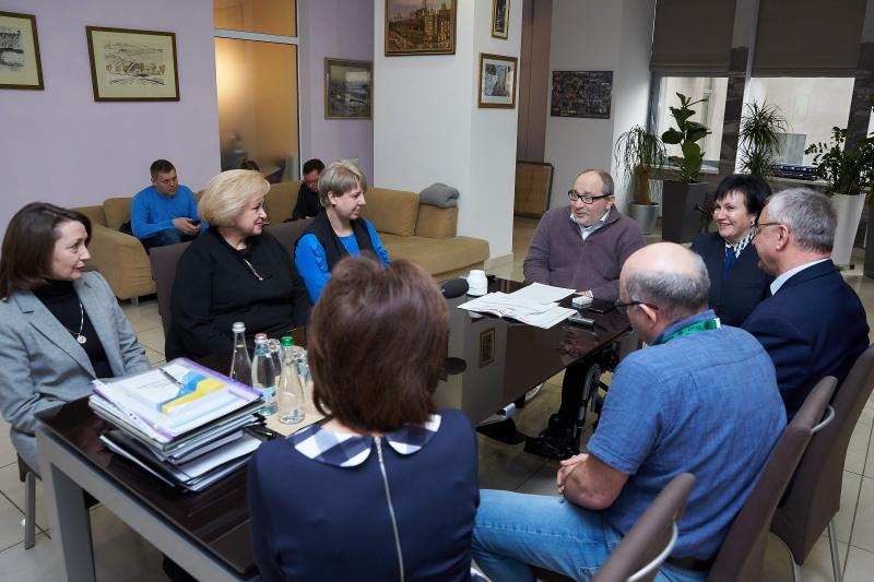 Геннадій Кернес зустрівся з керівництвом навчальних закладів, які увійшли в топ-100 кращих шкіл України