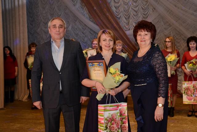В Індустріальному районі вручили нагороди жінкам з нагоди 8 Березня