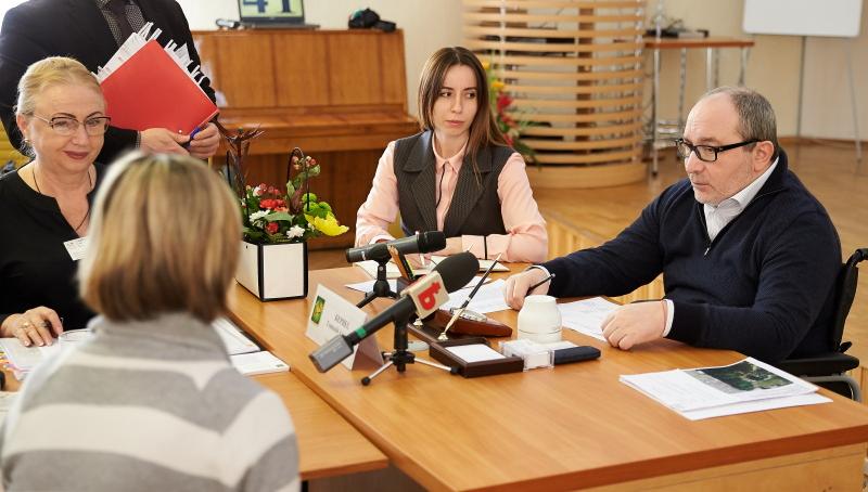 Геннадій Кернес провів особистий прийом медиків Київського району