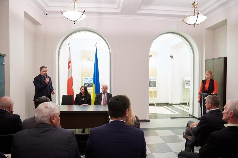 У Харкові обрали Почесного президента дипломатичного клубу