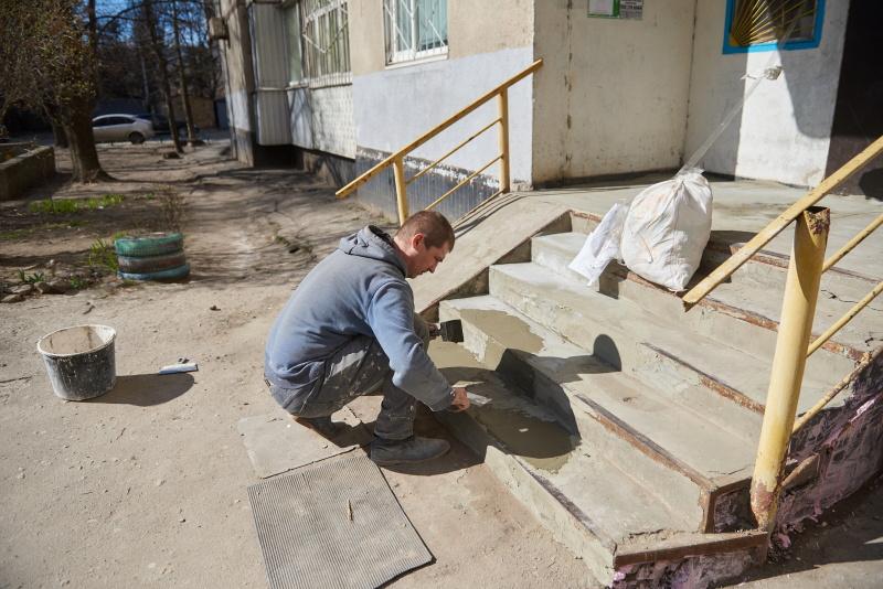 У Харкові триває ремонт під'їздів у житлових будинках