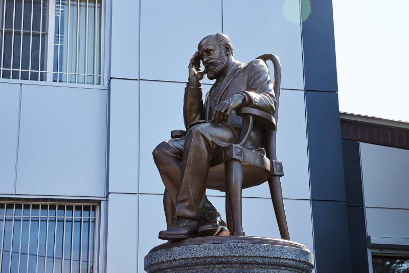 У Харкові відкрили пам'ятник судовому медику Миколі Бокаріуса