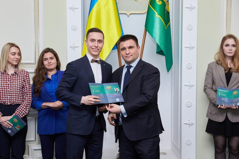 Павел Климкин вручил сертификаты слушателям Школы молодого дипломата