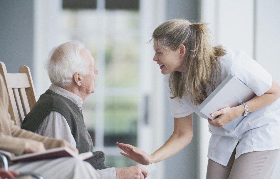 Харків'яни з інвалідністю та старше 80 років зможуть отримувати адмінпослуги вдома