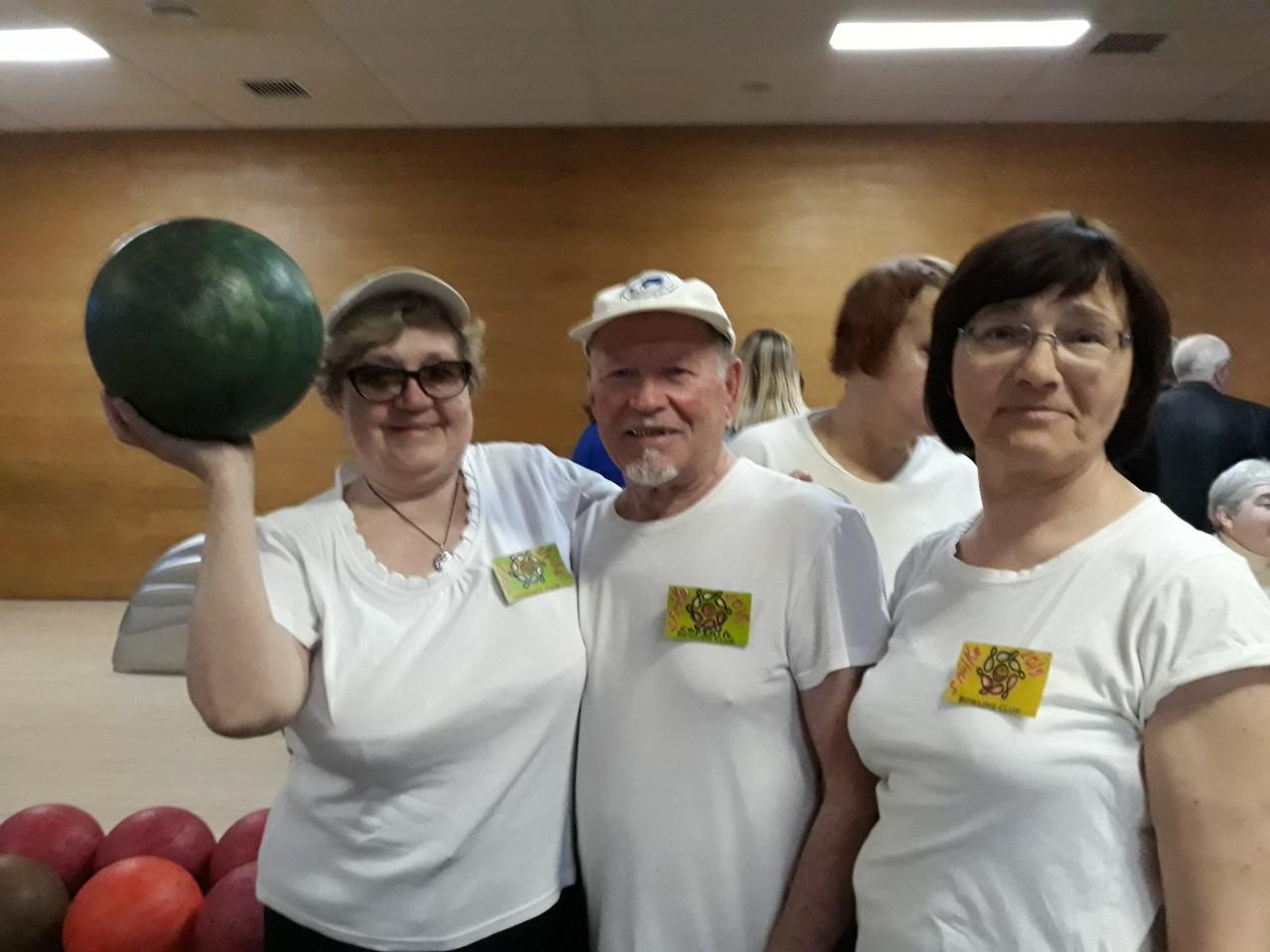 Харьковские пенсионеры приняли участие в турнире по боулингу