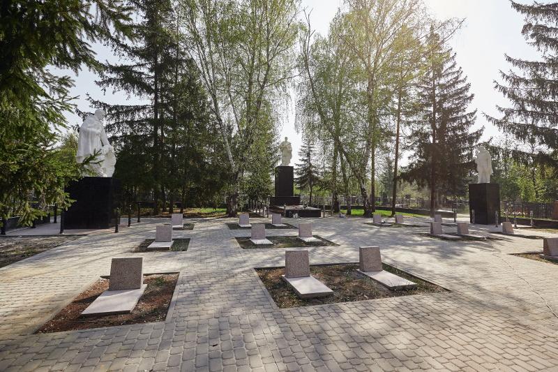 У Харкові впорядковують братські поховання
