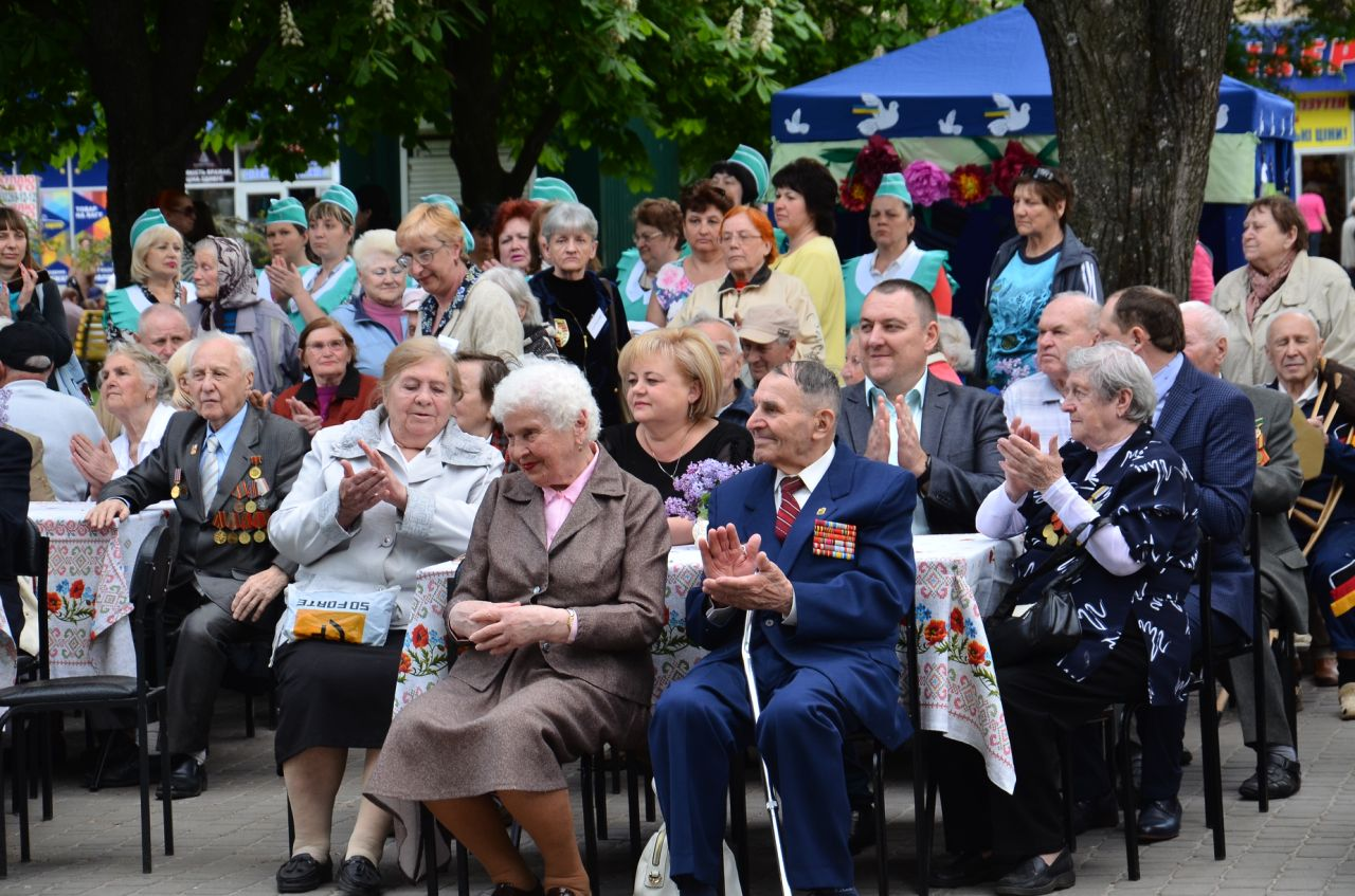 У Немишлянському районі привітали ветеранів з Днем Перемоги