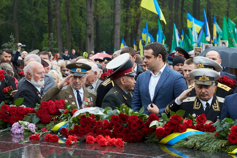 Харків'яни поклали квіти на Меморіалі Слави